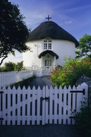 traditional cornish round house in veryan