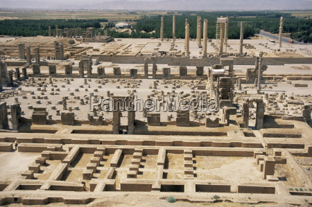 palace of a hundred columns in