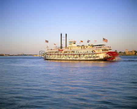 mississippi river paddle steamer new orleans