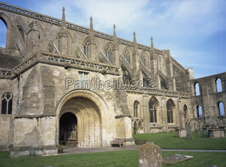 norman arch and flying buttresses malmesbury