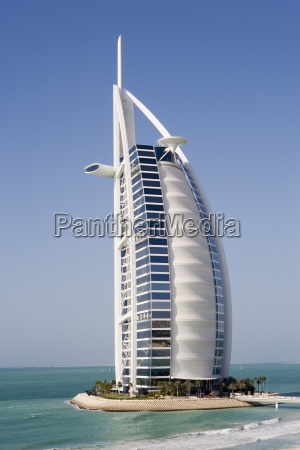 the iconic symbol of dubai the