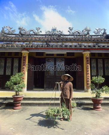 senior woman by chuc thanh pagoda