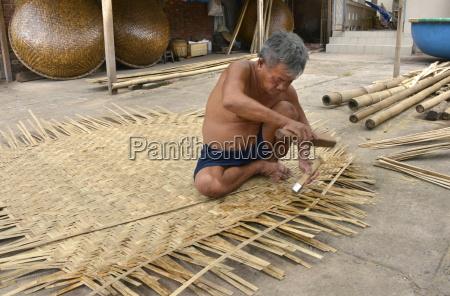 weaving a basket tug boat phan