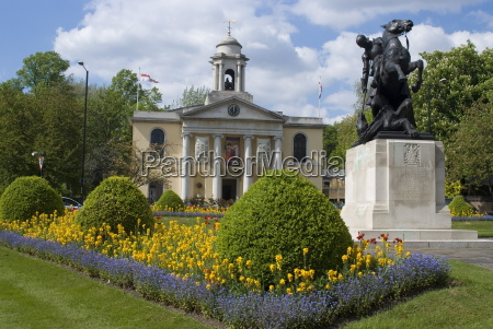 st johns wood church and statue