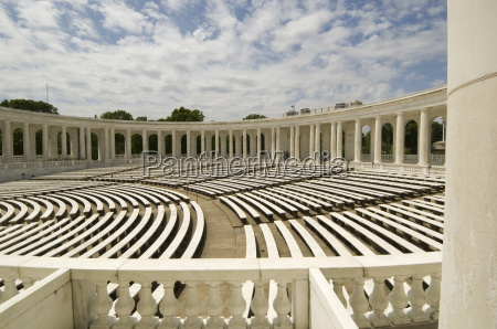 the memorial amphitheatre arlington national cemetery