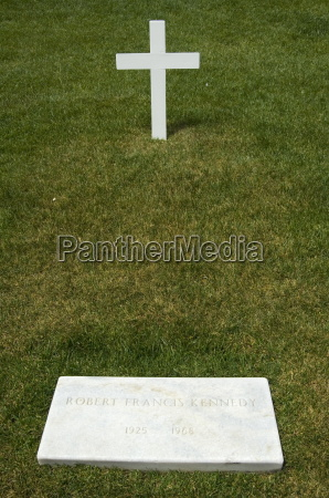 tomb of bobby robert kennedy at
