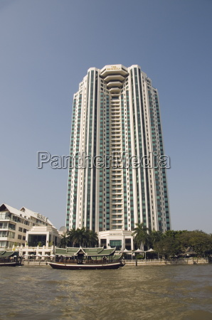 peninsula hotel on the chao phraya