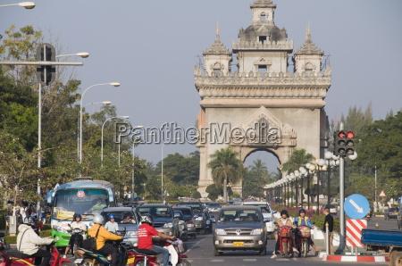 the patuxai victory gate on lan