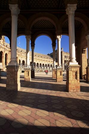 view through arches to the palacio