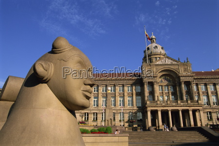 guardian statue and council house victoria