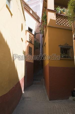 callejon del beso alley of the