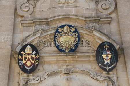 coat of arms on st georges