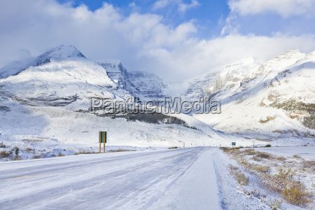 the icefields parkway road highway covered