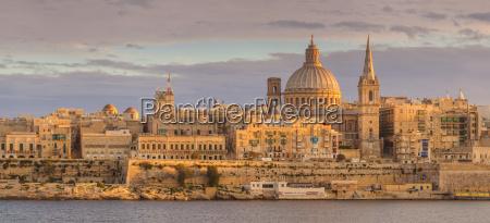 valletta, skyline, panorama, at, sunset, with - 20670727