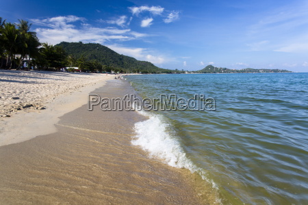 waves lapping on lamai beach on