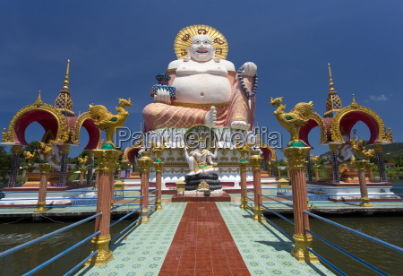 giant buddha image at wat plai