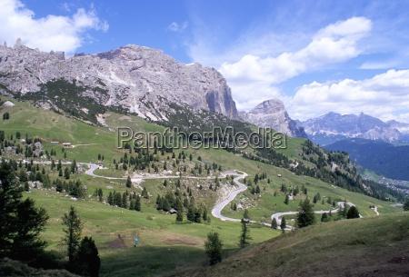 eastern road below gardena pass 2121m
