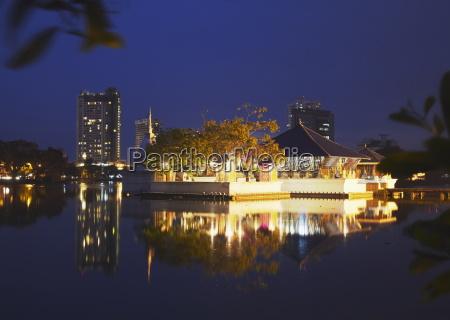 seema malakaya temple on beira lake
