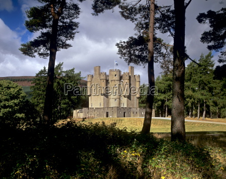 braemar castle a 17th century turreted