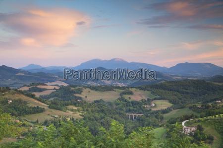 countryside around urbino le marche italy