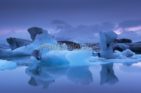 icebergs in jokulsarlon glacial lagoon at