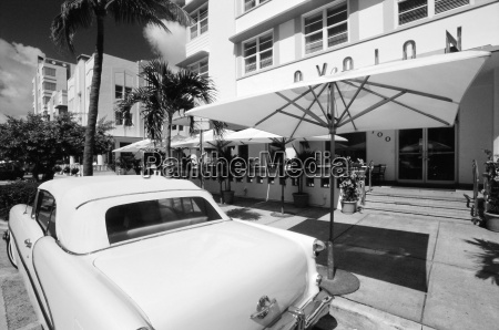1950s car outside the avalon hotel