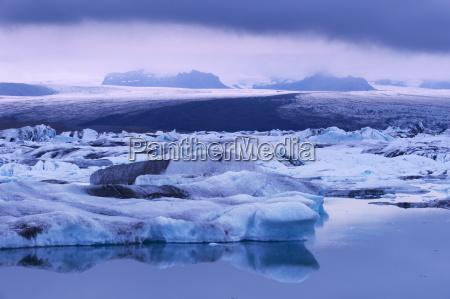 jokulsarlon glacial lagoon beneath breidarmerkurjokull vatnajokull