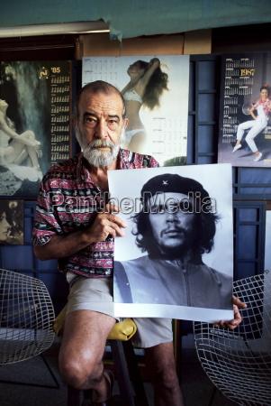 alberto korda photograph of revolutionary and