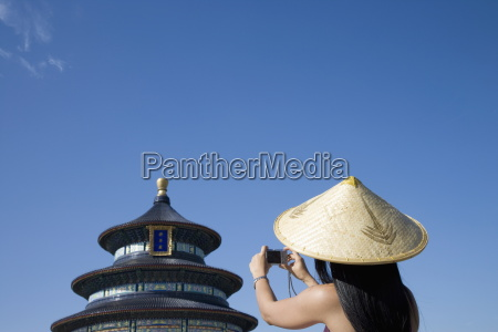 asian woman at temple of heaven