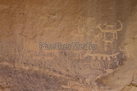 petroglyphs near una vida chaco culture