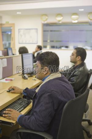 persone popolare uomo umano ufficio uomini