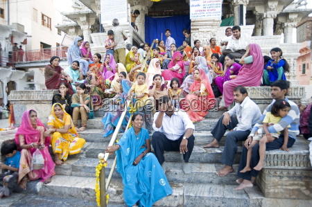 devotees waiting to do puja at