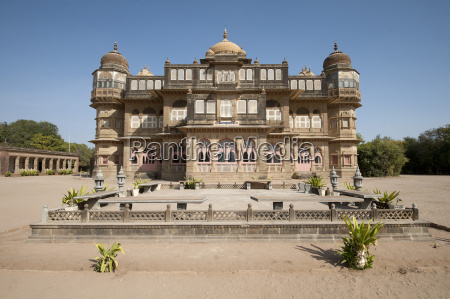 vijay vilas palace built from red