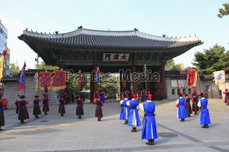 changing of the guards deoksugung palace
