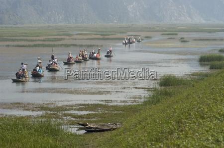 punting boats on delta river van