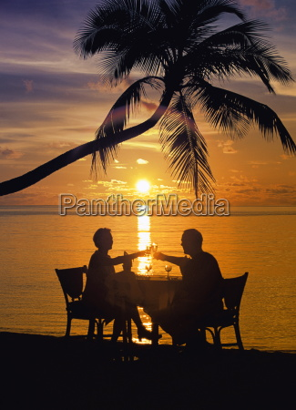 couple having dinner at the beach