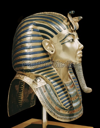 tutankhamuns funeral mask in solid gold