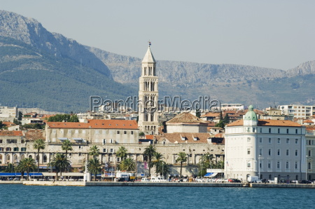 coastal mountains and waterfront town buildings