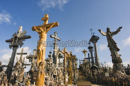hill of crosses kryziu kalnas thousands