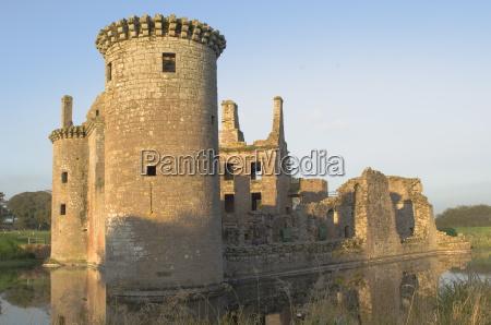 medieval stronghold caerlaverock castle ruin dumfries