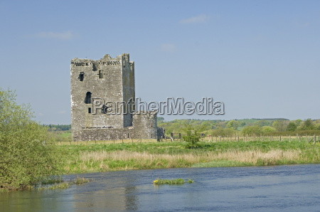 the 14th century threave castle built