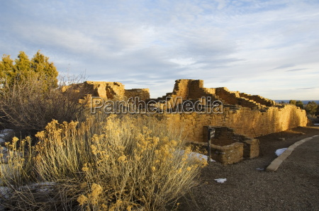 pueblo ruins in mesa verde containing