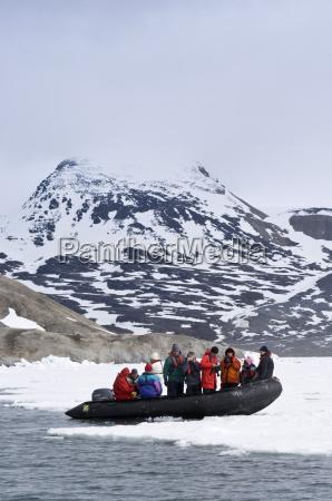 zodiac in lerneroyane lerner islands svalbard