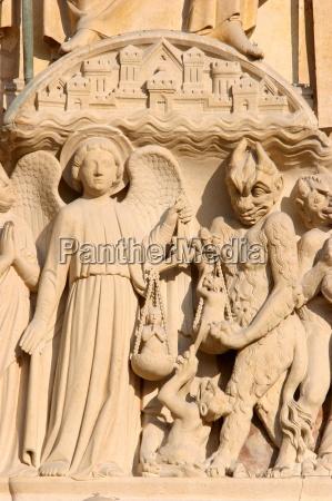 sculpture of the last judgment notre