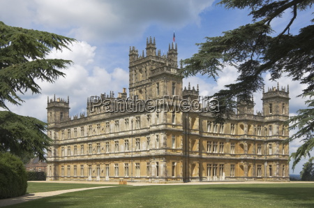 highclere castle home of the earl