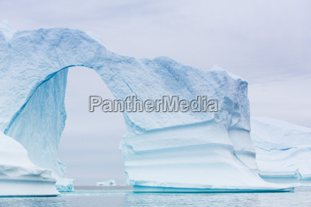 grounded icebergs sydkap scoresbysund northeast greenland
