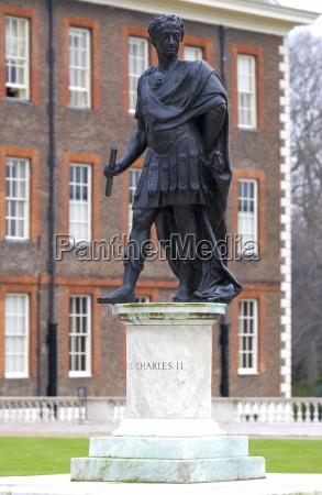 a statue outside the royal hospital