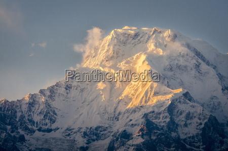 the evening sun on annapurna south