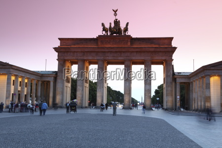 brandenburg gate at sunset pariser platz