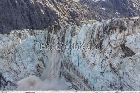 johns hopkins glacier calving fairweather range